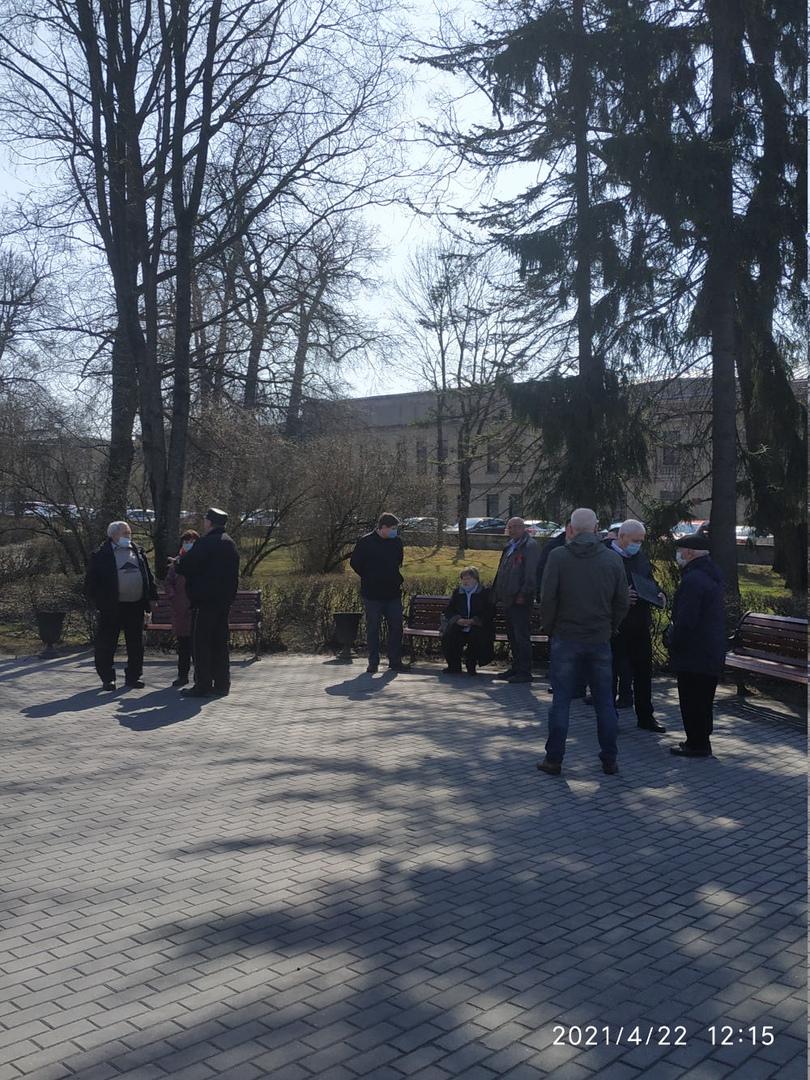 Коммунисты Гатчины возложили цветы к памятнику Ленину   КПРФ