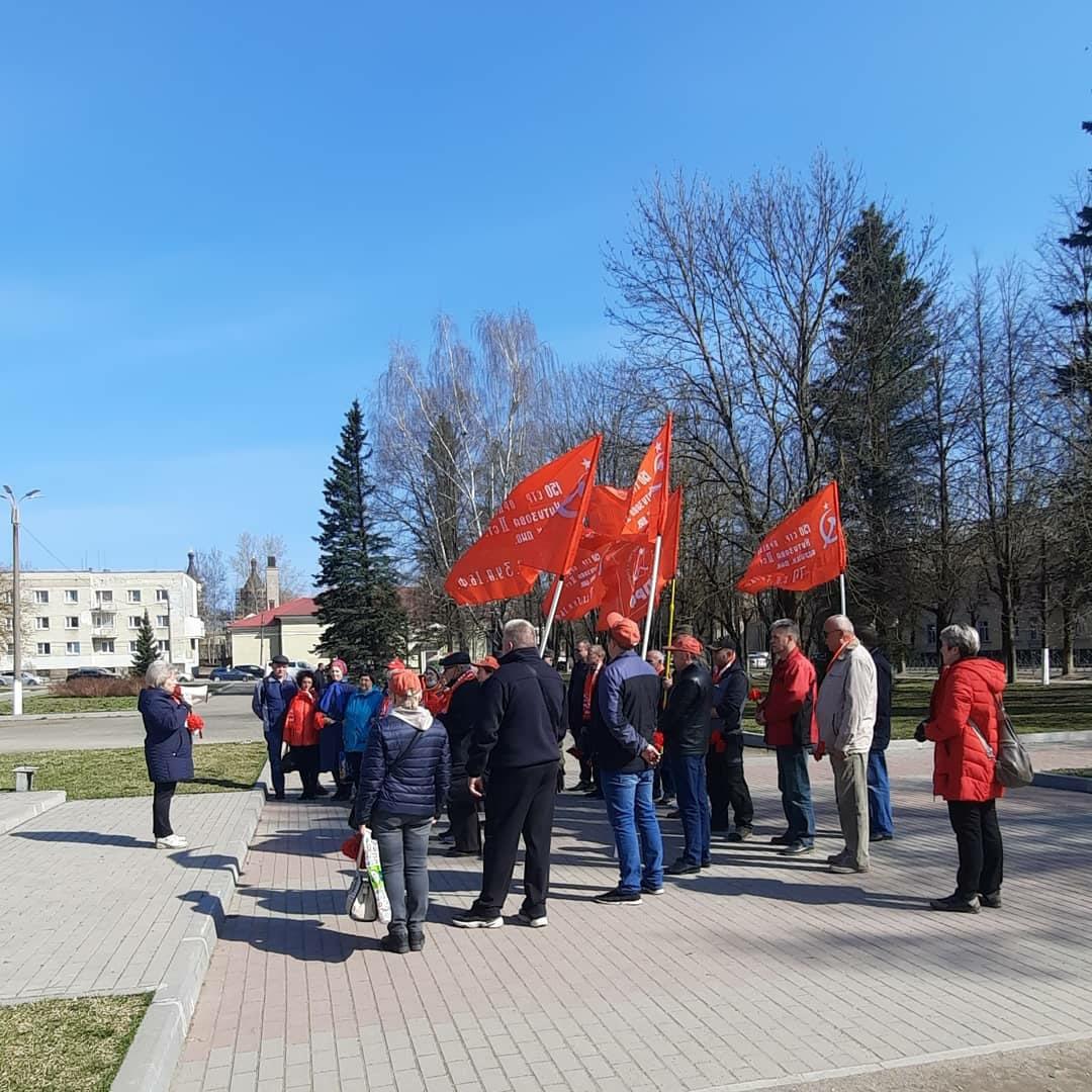 Лужский РК КПРФ организовал автопробег, посвящённый 151-й годовщине со дня рождения В. И. Ленина и 76-й годовщине Великой Победы   КПРФ