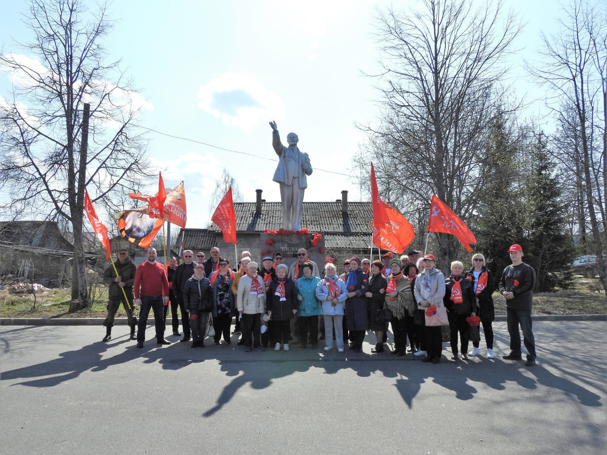 День Ленина под красными флагами   КПРФ